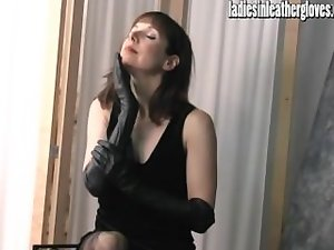 Filthy splendid Mummy gets tempting after putting on her narrow black leather gloves