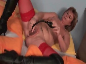 Turned on solid sex queen pumping her attractive pussy