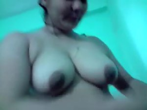 Bangla desi Nice Aunty show bathing for your cum & comment