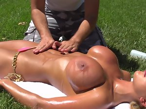 Fresh air and huge oiled body forms make man to fuck outdoors