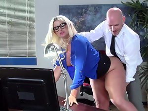 A big butt mum is getting her luscious dirty ass worshiped on the desk