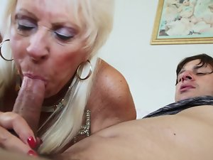 Seductive mom in stockings likes the brutal hammering he gives her
