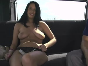 Curvy raven haired darling gets screwed and facialized in the car
