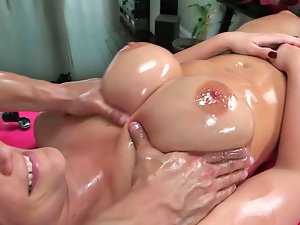Buxom milf, Phoenix Marie got the best massage ever