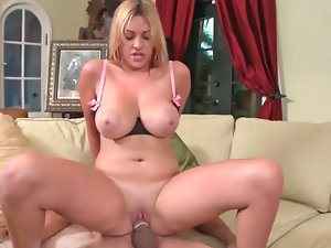 Two housewives Monique and Jazmyn receive care of a thick rod
