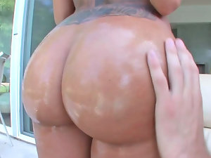 Oiled up backside of Lela Star is extra tasty
