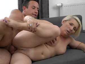 A granny with a fat ass is doing a blow job in a sexy manner